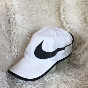 Women's Nike feather light baseball hat